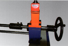 Synchronal thickness-adjust- wheel for inlet material